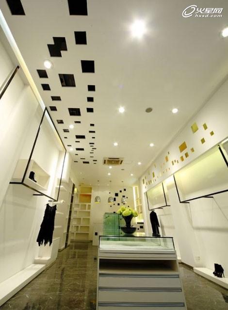 本案为品牌服装店的店面设计