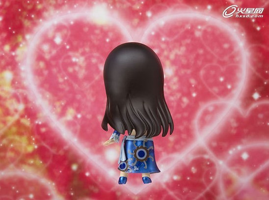 这款来自《海贼王》女帝Q版造型的手办将于2013年3月发售,售价为3990日圆(约合人民币270元左右)。该手办附带有多种表情,女帝害羞的表情非常可爱。喜欢《海贼王》女帝的宅男们要准备好入手啦。 海贼女帝波雅·汉库克(, Boa Hankokku, CV:三石琴乃)九蛇海贼团船长能力:甜甜果实原悬赏金:8000W(11年前,仅凭一次远征得到)世界政府公认的海贼王下七武海中的一人,是当中唯一的女性,外号海贼女帝,美艳暴君,九蛇岛亚马逊百合的最高领导人和九蛇海贼团的船长。